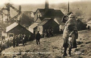 The-original-photograph-depicting-a-mother-and-child-at-the-Universal-Colliery-site-in-Senghenydd